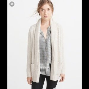 Abercrombie&Fitch Small beige cable knit cardigan